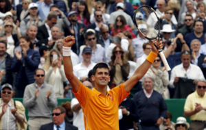 Novak Djokovic celebra su victoria en e015 en Montecarlo.