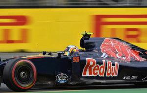 Sainz pilota su STR11 en el Circuito Albert Park de Melbourne.