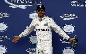 Lewis Hamilton, tras conseguir la 'pole' en Melbourne.