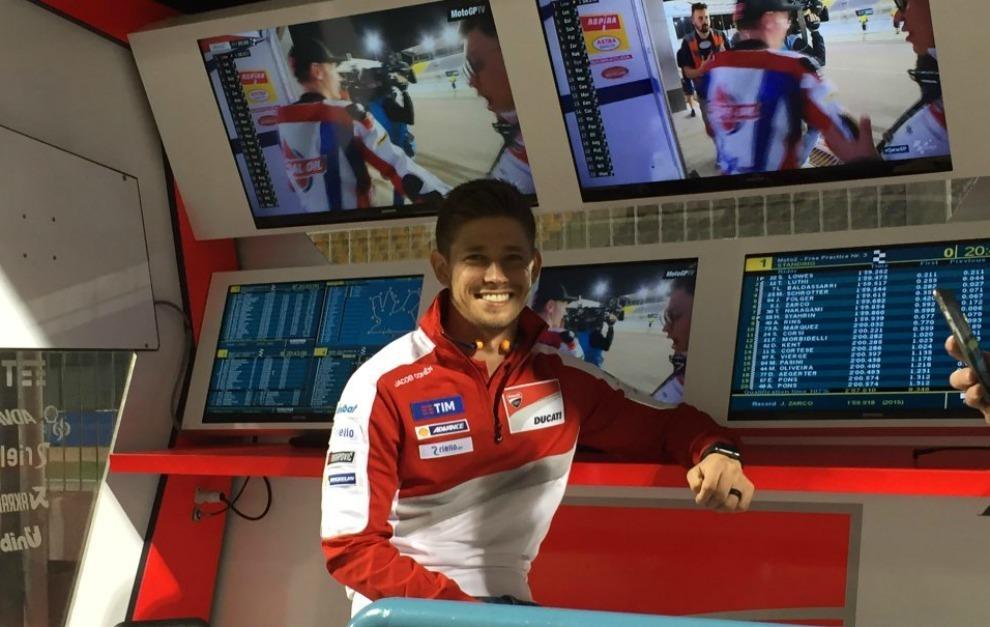 Casey Stoner, en el muro de Ducati en Losail.