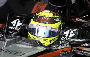 Sergio Perez, en su box durante la calificación del GP de Australia...