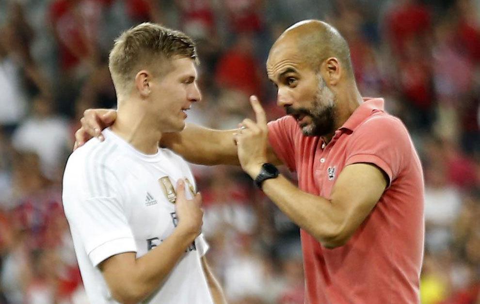 Kroos y Guardiola charlan tras el amistoso de la Audi Cup el pasado...