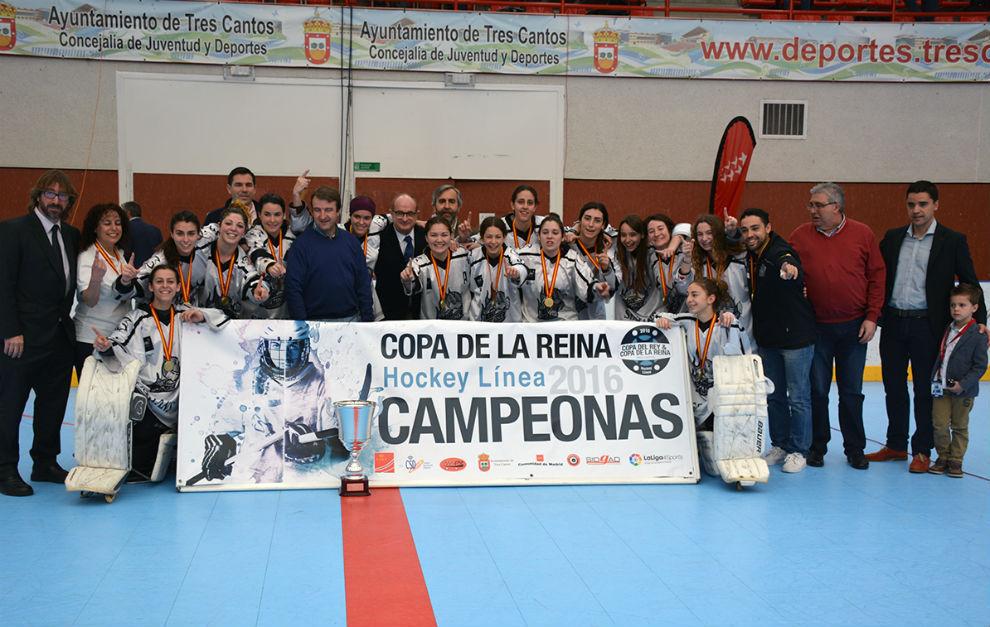 Las jugadoras del Rubí Cent Patins celebran la conquista de la Copa...