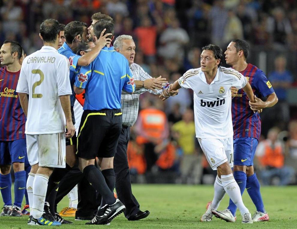 Barcelona Vs Real Madrid özil Vio La Roja Directa En La Supercopa De La Marca Com