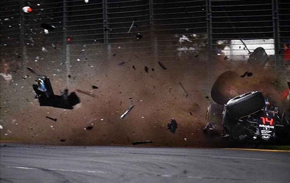 Una imagen del accidente de Alonso colgada por el propio piloto en...