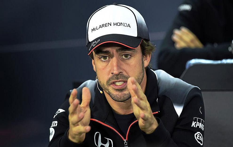 Alonso da explicaciones durante la rueda de prensa previa al GP de...