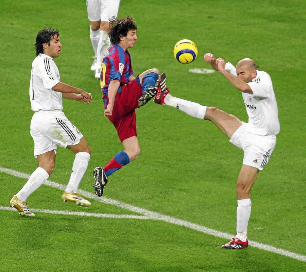 94632ff097e Andres Iniesta - Barcelona 3-0 Real Madrid - 20 11 2004