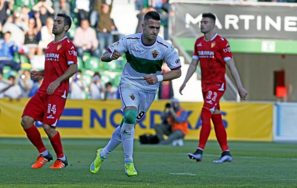 Sergio León celebra uno de sus goles.