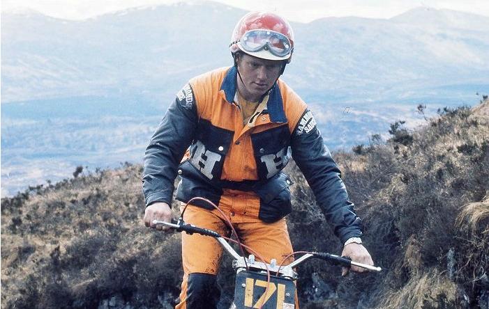 Lampkin, sobre la Bultaco en una prueba de trail