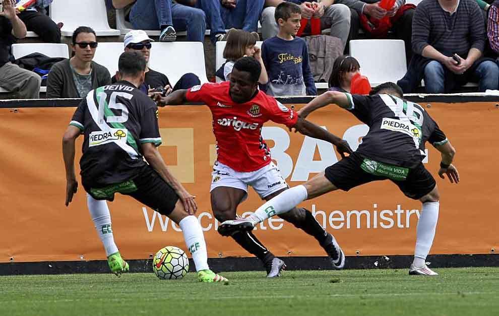 Una imagen del encuentro disputado por Nástic y Córdoba en la...