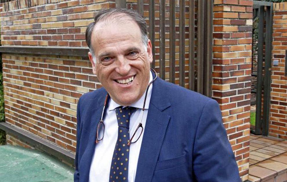 Javier Tebas saliendo de la Sede de La Liga