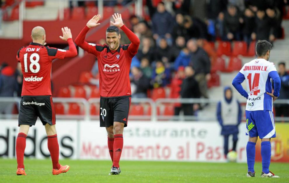 Aridane y Ion Vélez celebran la victoria ante la Ponferradina.