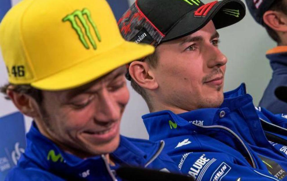 Valentino Rossi y Jorge Lorenzo, en una rueda de prensa de esta...