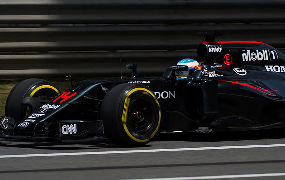 Fernando Alonso, a bordo del McLaren en la segunda sesión libre