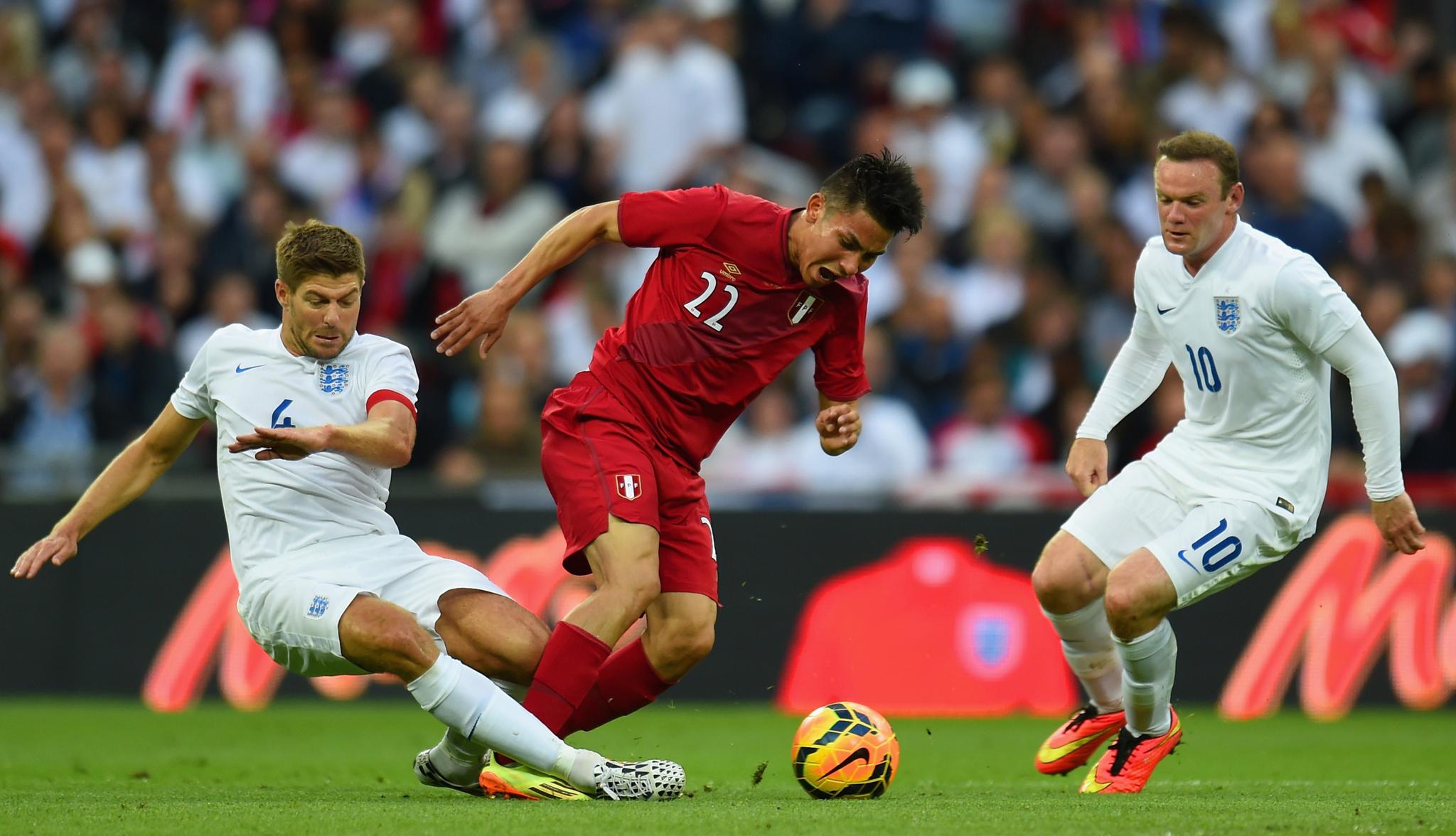 Deza, en el partido Inglaterra-Perú de mayo de 2014.