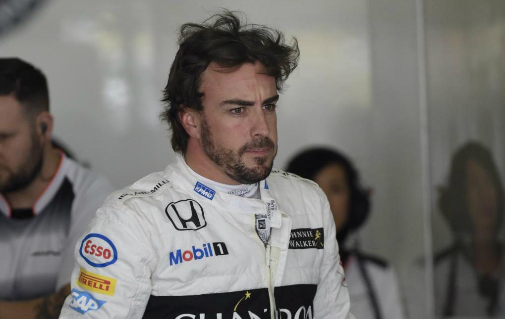 Fernando Alonso durante los primeros entrenos libres del GP de China...