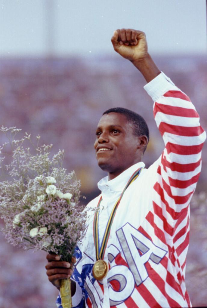 Lewis recibe la medalla de oro en Barcelona'92