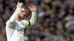 Sergio Ramos arenga a su afición en el Bernabéu