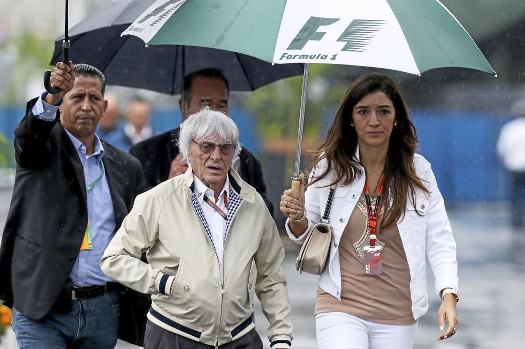Bernie Ecclestone y su esposa Fabiana Ecclestone, en el G .P. de...