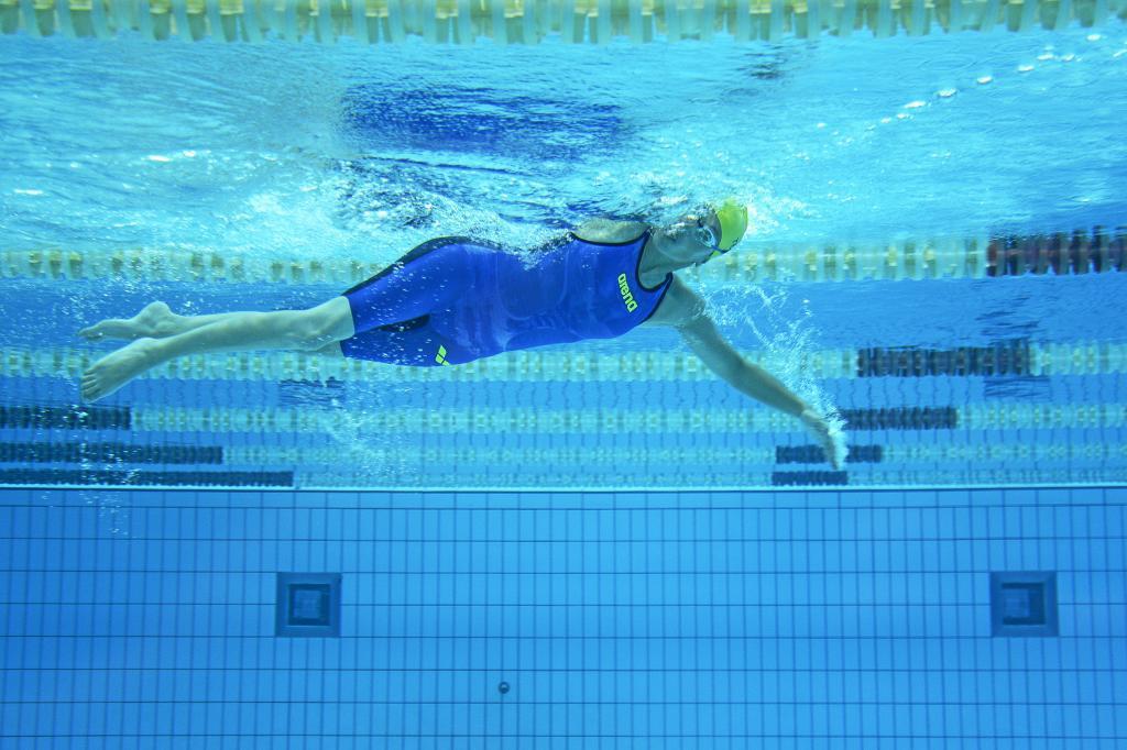 Teresa Perales entrenando en la piscina del CAR de Sierra Nevada