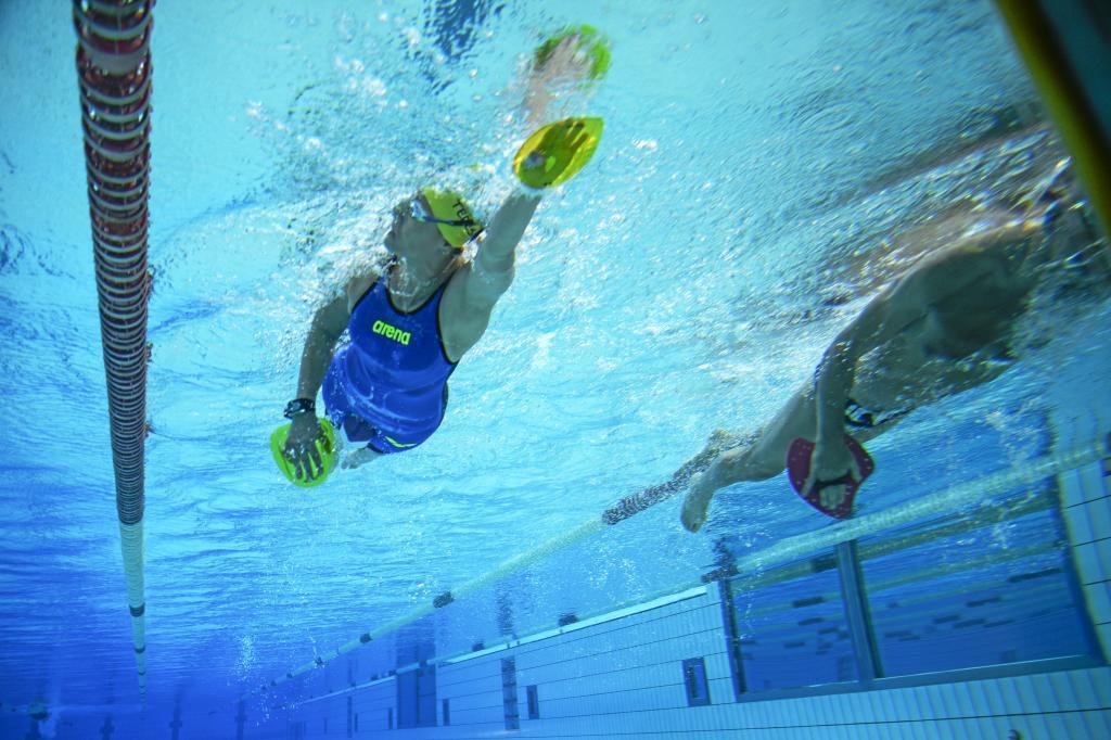 Teresa entrenando junto a Ángel Santamaría en la piscina del CAR de...