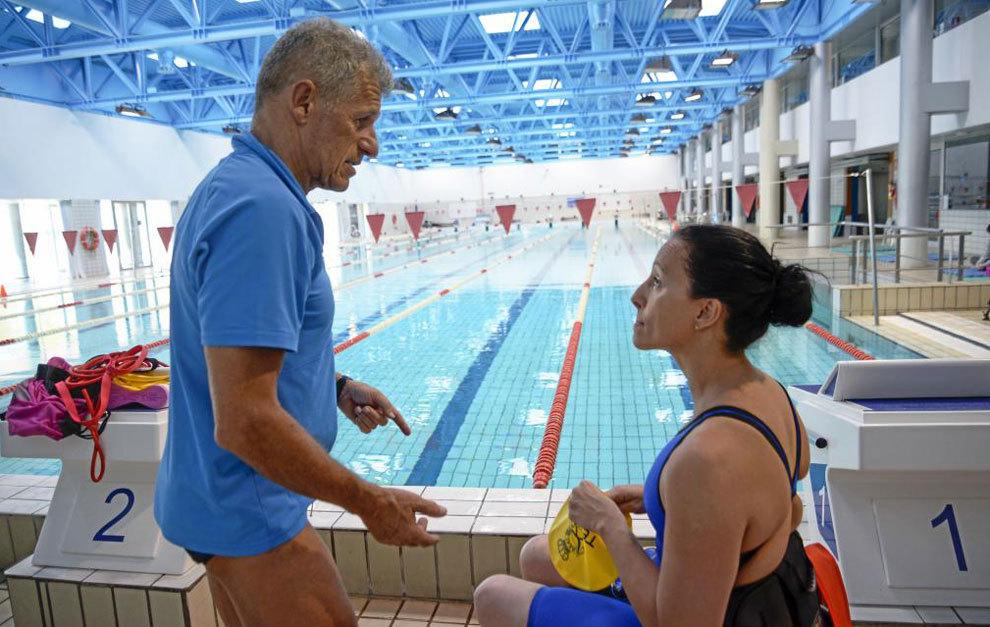 Ángel Santamaría dando instrucciones a Teresa Perales