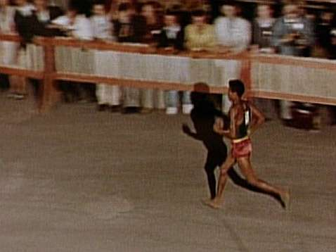 Bikila, poco antes de entrar en la meta de Roma'60
