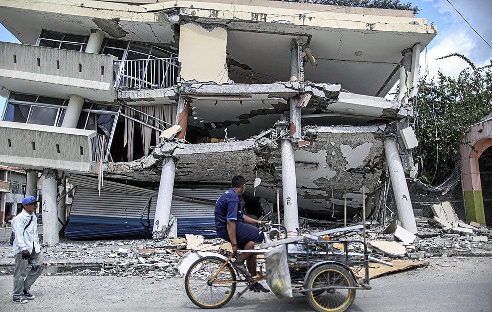 Una de las casas afectadas por el terremoto en la ciudad de...