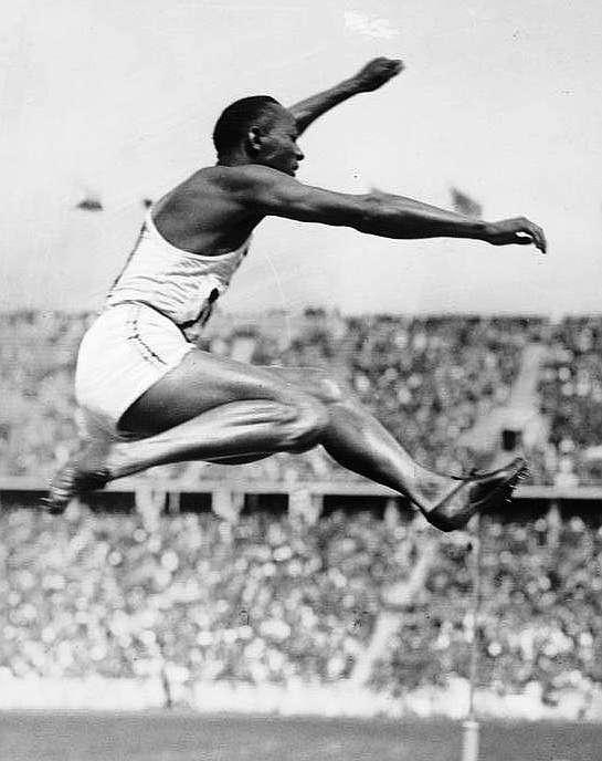Owens, en la final del salto de longitud