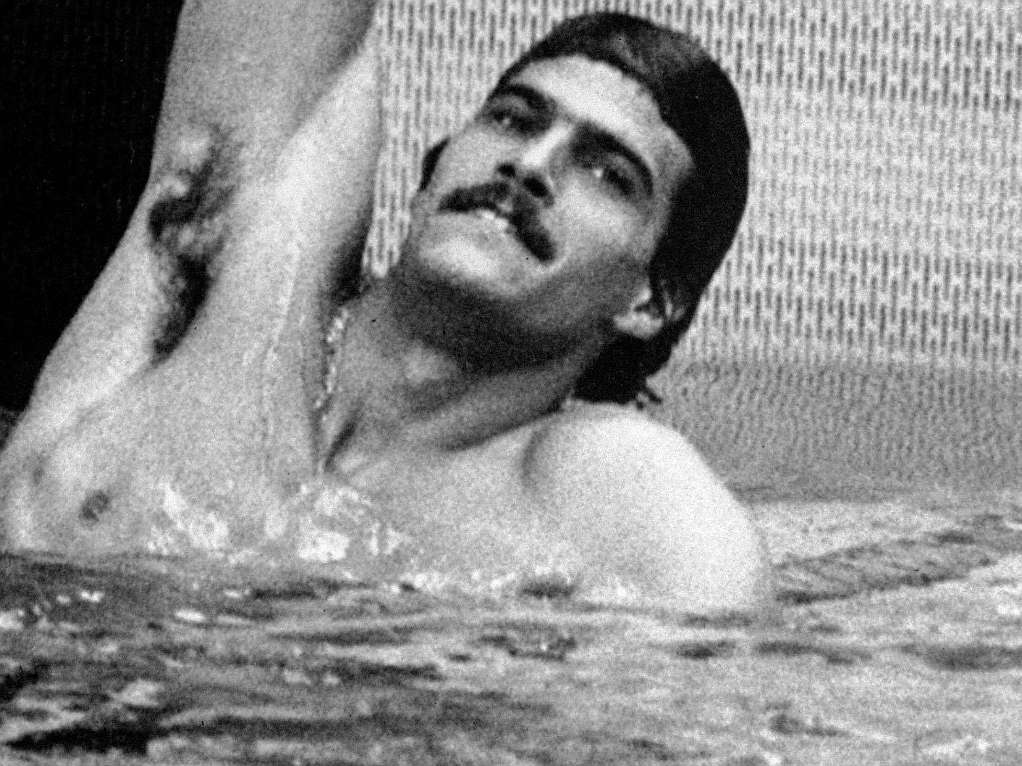 Spitz celebra una de sus victorias en la piscina