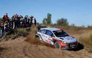 Dani Sordo y su Hyundai i20 WRC, durante el 'shakedown'.
