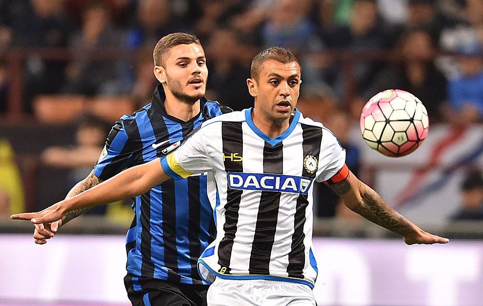 Un brasileño (Danilo) impide que un argentino (Icardi) controle el...
