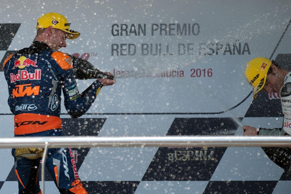 Binder celebra en el podio su primera victoria en Moto3.
