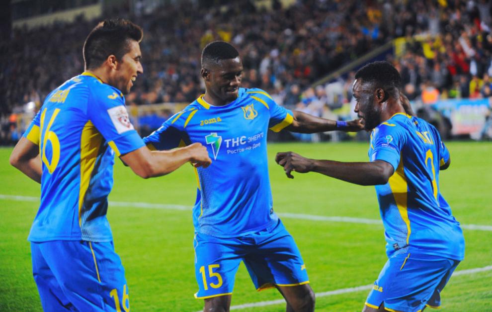 Los futbolistas del Rostov celebran un gol ante el Zenit