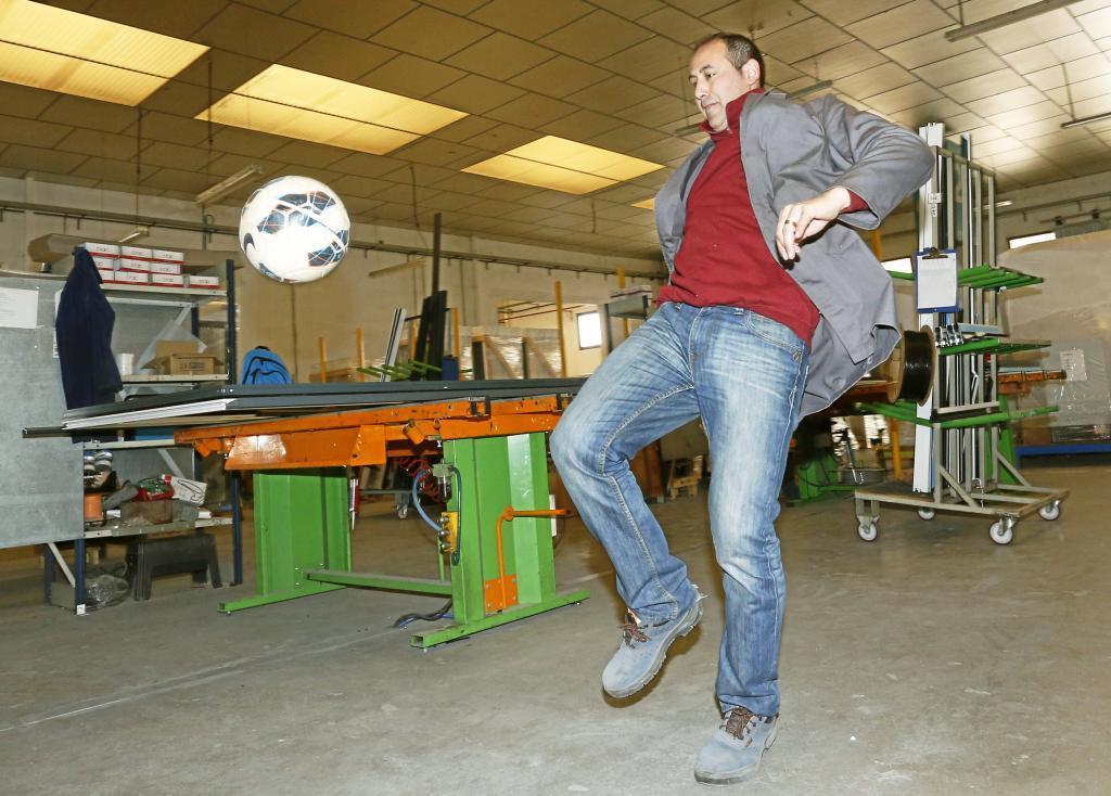 Pablo Fortes, en la carpintería de aluminio de Alzira.