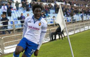 Dongou celebra uno de sus goles ante el Alcorc�n.