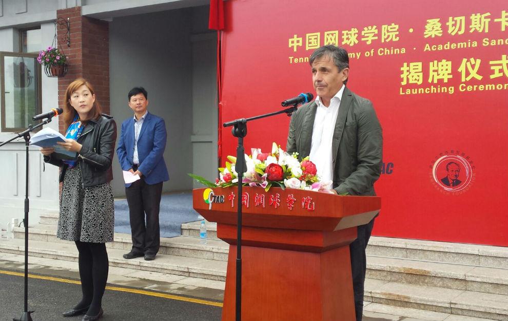 Emilio Sánchez-Vicario en la presentación de la sede en Nanjing.