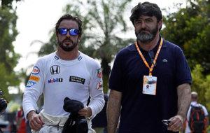 Fernando Alonso y Luis Garc�a Abad en el pasado Gran Premio de...