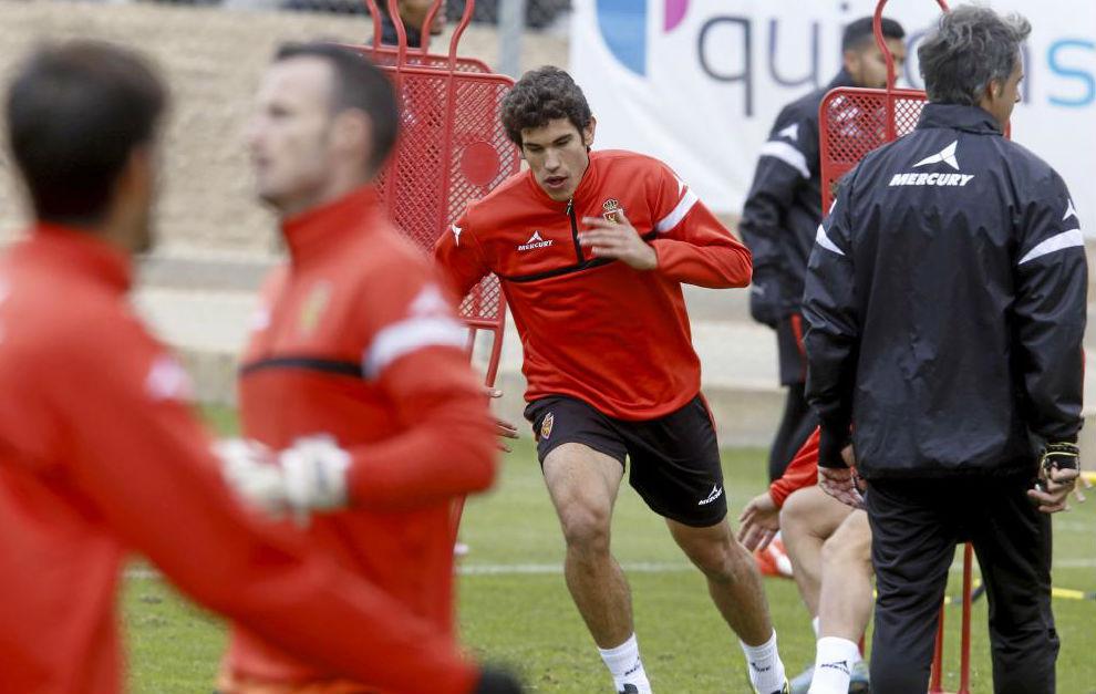 Jesús Vallejo en un entrenamiento con el  Real Zaragoza.