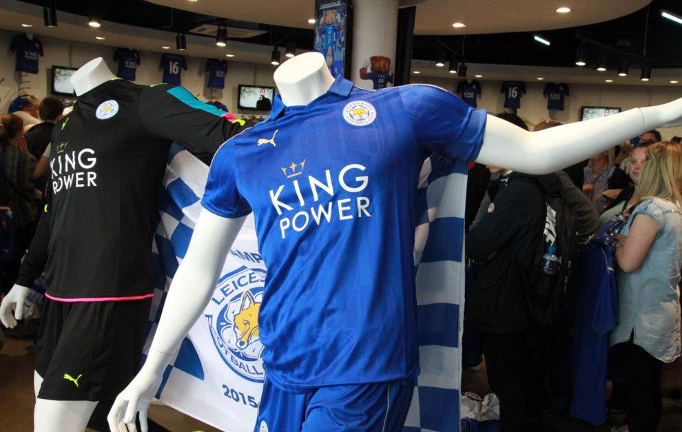 05e1cf730851d Así luce la nueva camiseta del Leicester para su temporada Champions ...