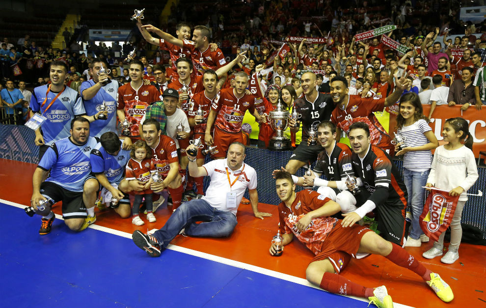 Los jugadores de ElPozo Murcia celebran el título de la Copa del Rey.