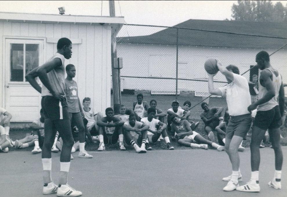 Pat Ewing con Howard Garfinkel en el Five-Star Basketball Camp