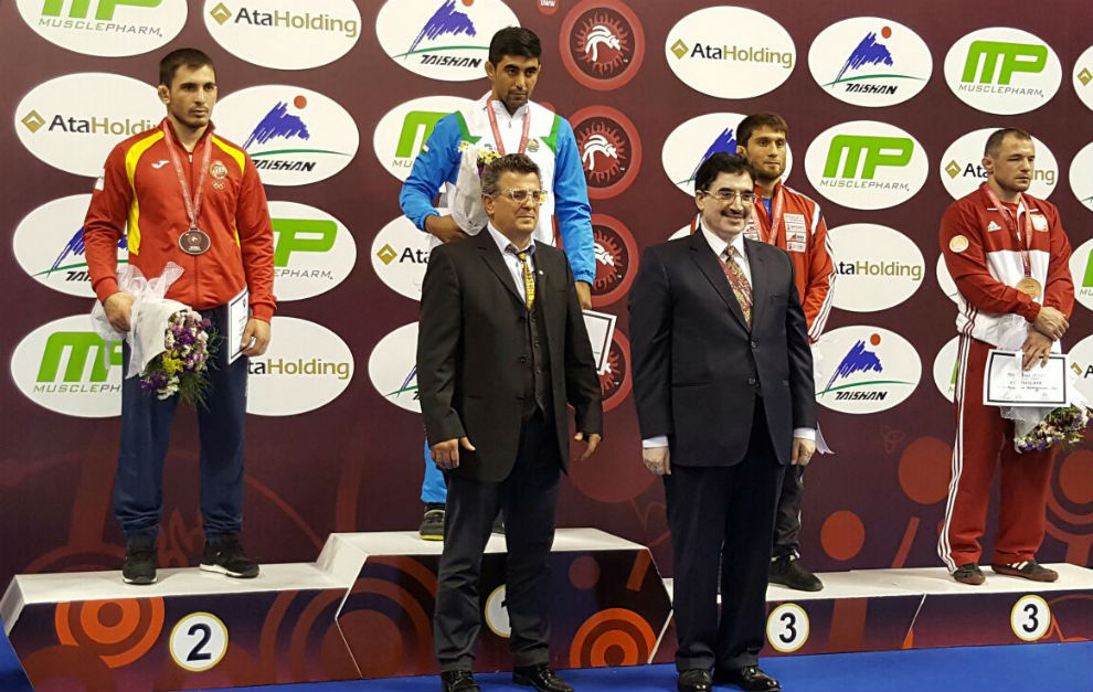 Taimuraz Friev, durante la ceremonia de entrega de medallas en...