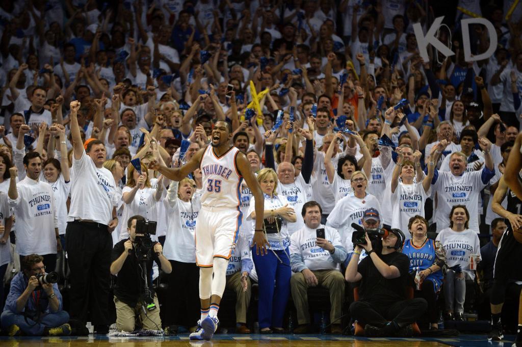 Kevin Durant pasó por encima de los Spurs
