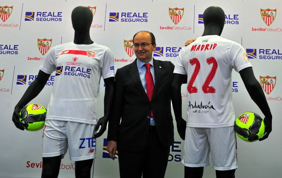 El Sevilla presenta la ropa con la que se medirá al Barça en la final de  Copa 10ae065a33982