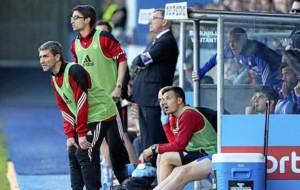Tomás Nistal y Rubén Vega, de izquierda a derecha, en el banquillo...