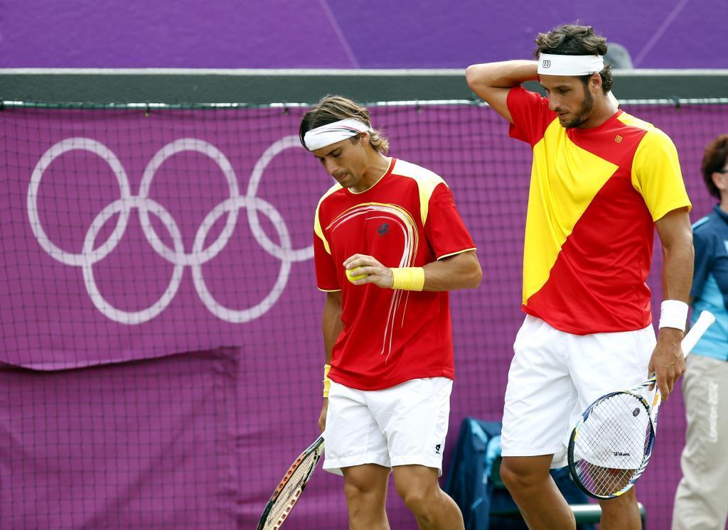Feliciano López y David Ferrer en un partido de dobles en Londres...