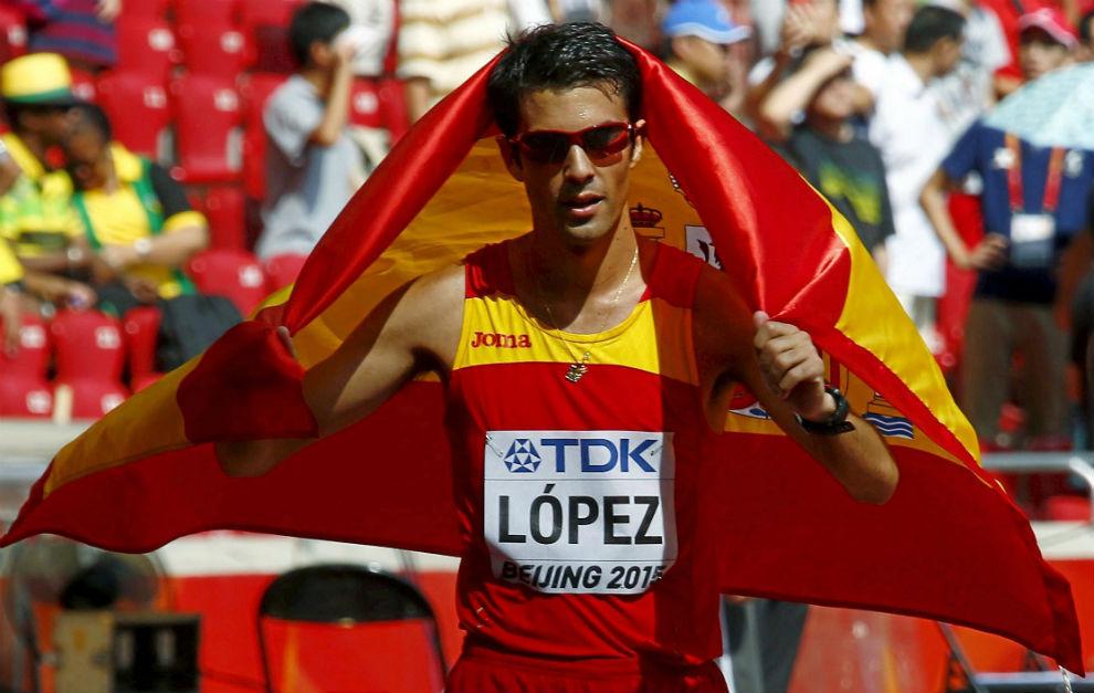 Miguel Ángel López, tras ganar el oro en el Mundial de 2015.