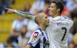 Cristiano celebra uno de sus tres goles en su �ltima visita a Riazor,...