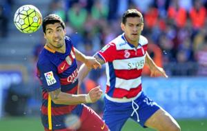 Su�rez pugna con Ricardo Costa.
